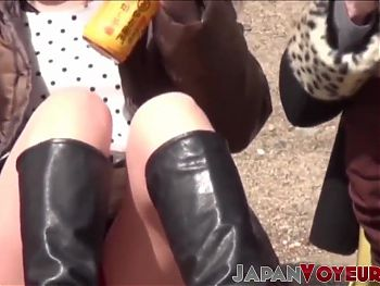 Japan babes spread their legs up for voyeur to see