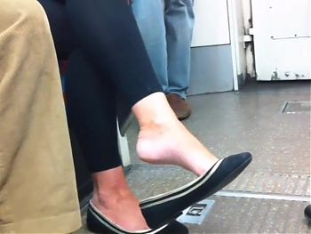 Candid milf dangling her flats on London underground