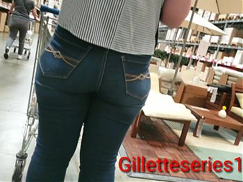 Candid mom nice tush tight jeans
